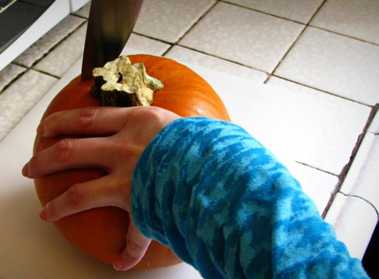 Pumkin Ginger Cupcake Cutting
